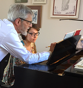 Louis Nagel giving a piano music lesson